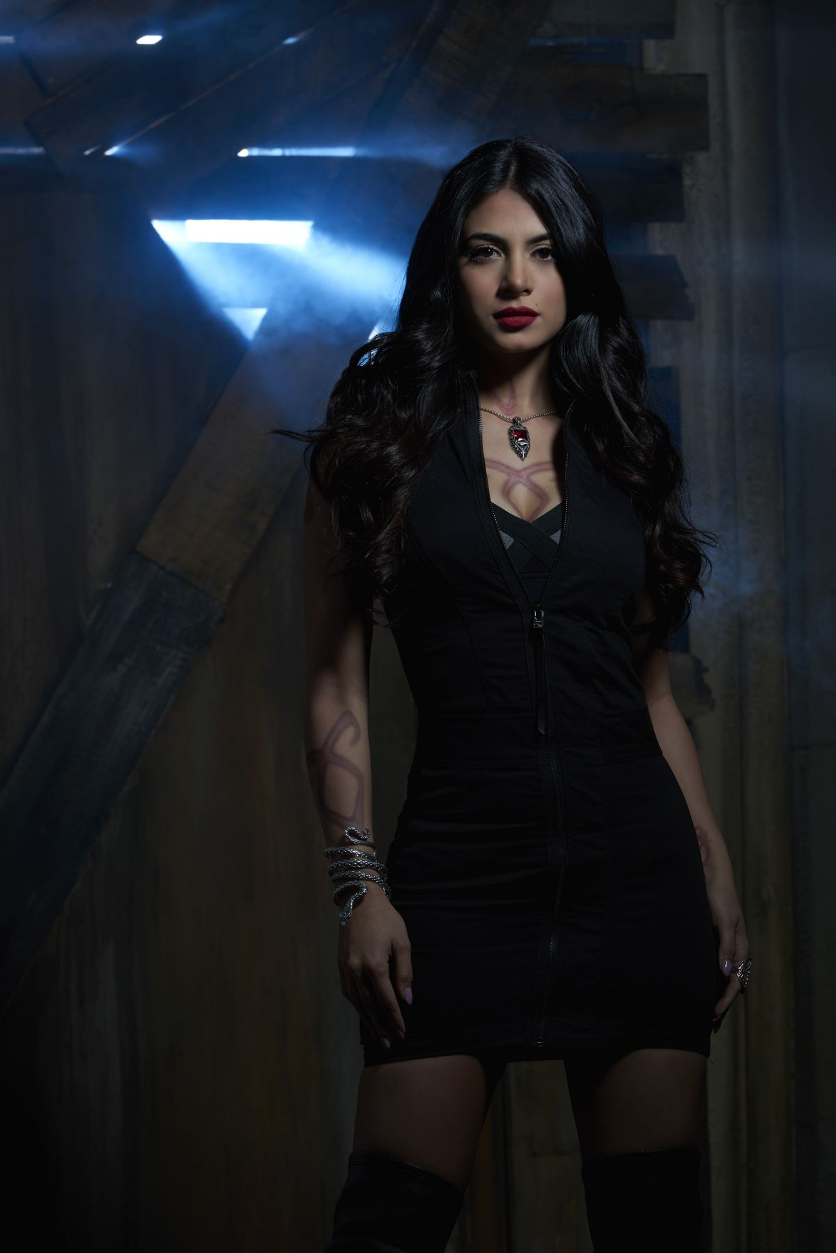 Emeraude-Toubia-Shadowhunters